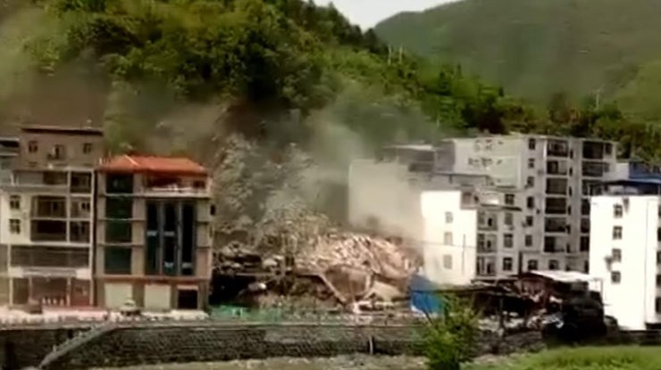 Сход оползня насеверо-западе Китайская республика: трое погибли, еще трое— пропали без вести