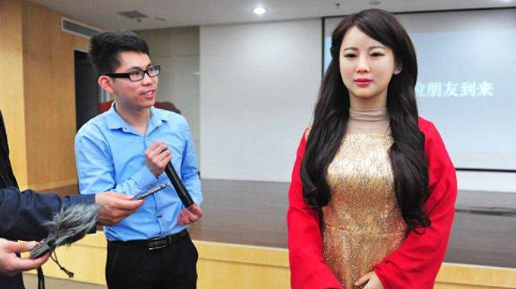 ВКитае женщина-робот провалила интервью