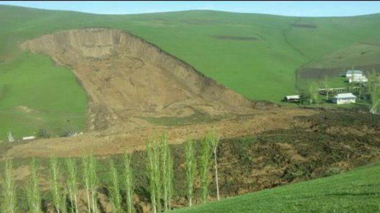 ВКыргызстане 24 человека стали жертвами мощного оползня