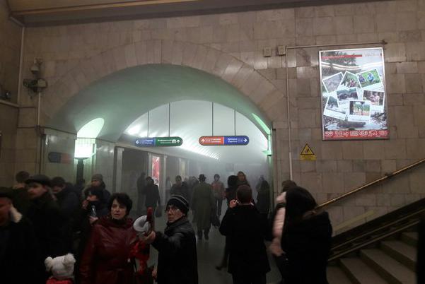 МИД проверяет информацию, естьли среди пострадавших вСанкт-Петербурге украинцы