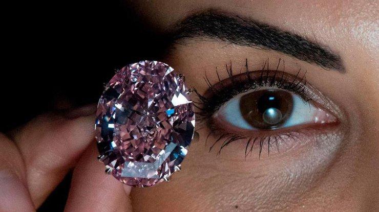 Бриллиант Розовая звезда продан зарекордные $71,2 млн