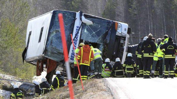 При ДТП сошкольным автобусом и грузовым автомобилем вТехасе погибли двое человек