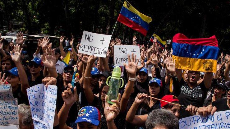 При разгоне акции протеста вВенесуэле пострадали люди
