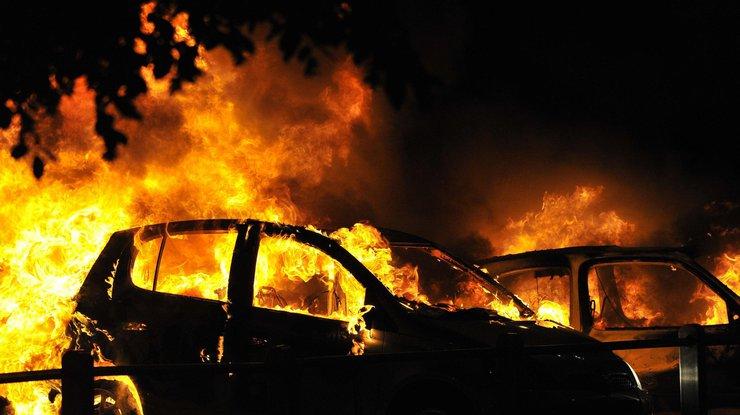Под Одессой неизвестные сожгли два автомобиля