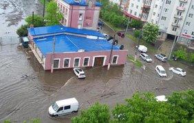 Во Львове мощный ливень затопил улицы