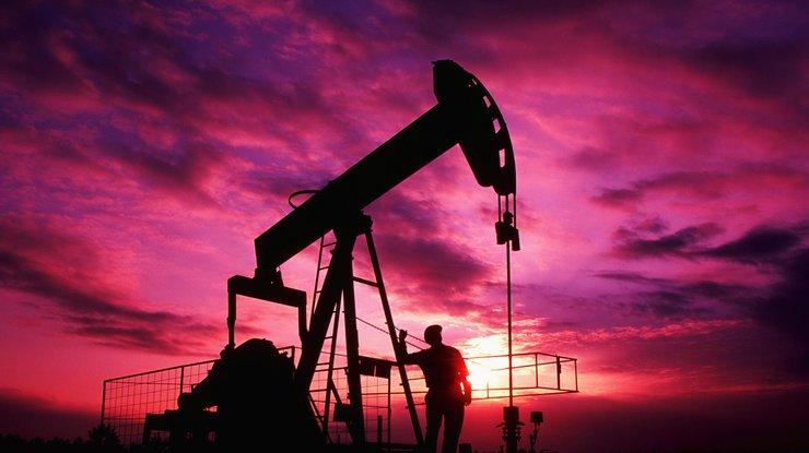 Нефть марки Brent впервый раз замесяц поднялась выше 54долл. забаррель