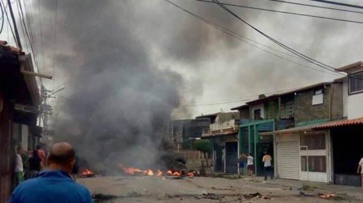 ВВенесуэле протестующие сожгли дом Уго Чавеса