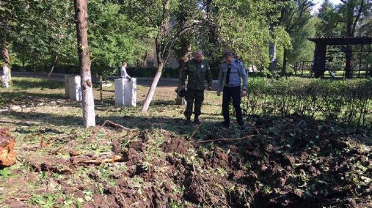 Утром Красногоровка угодила под обстрел: снарядами повреждено строение клиники