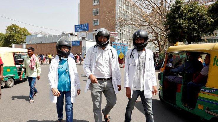 Докторов  вИндии начнут обучать приемам самообороны