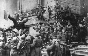 Бойцы 150-й стрелковой Идрицко-Берлинской, ордена Кутузова 2-й степени дивизии у Рейхстага