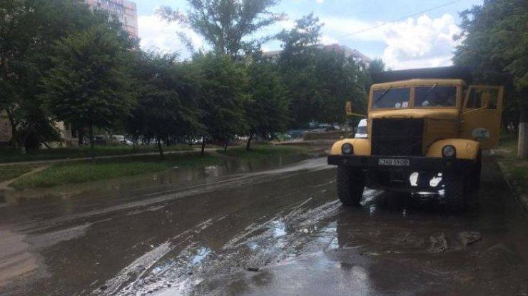 ВОдессе из-за прорыва трубы без воды остались 150 тыс. человек