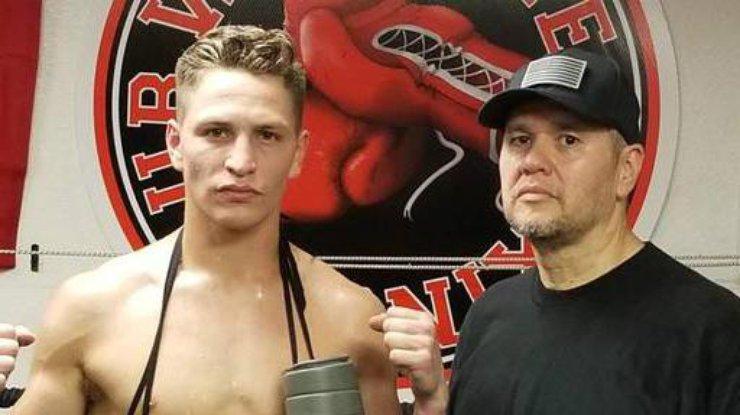 Американского боксера ввели вкому после поражения жестоким нокаутом