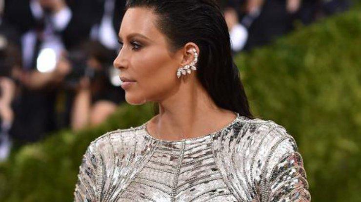 Ким Кардашьян восхитила деловым образом вНью-Йорке— Строгая сексуальность