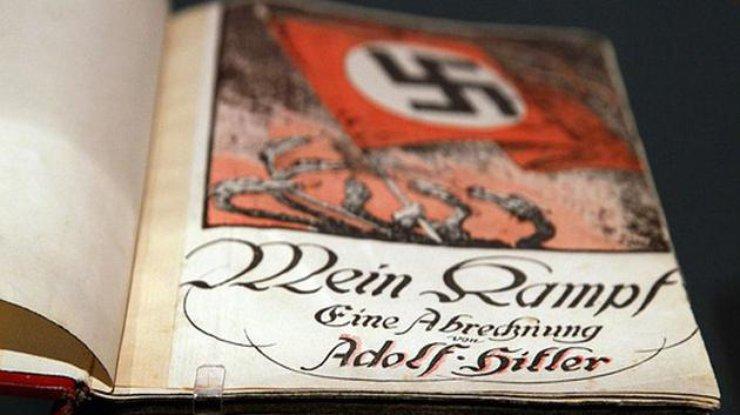 «Майн кампф» савтографом Гитлера выставят наторги вБритании