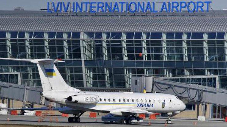 Пассажиров самолета «Львов-Стамбул» эвакуировали— ищут бомбу