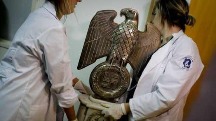 http://www.podrobnosti.ua/media/pictures/2017/6/20/thumbs/740x415/v-argentine-nashli-krupnejshij-tajnik-natsistov_rect_326447c5dfa632c3c76e30d3f5bd949a.jpg