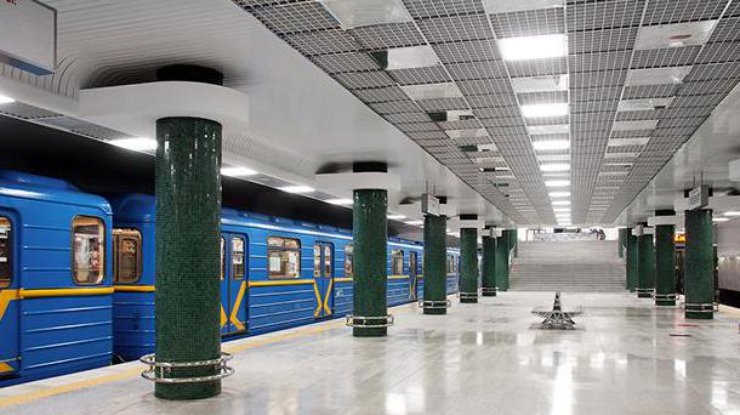 Вкиевском метро при попытке проехать накрыше вагона умер экстремал