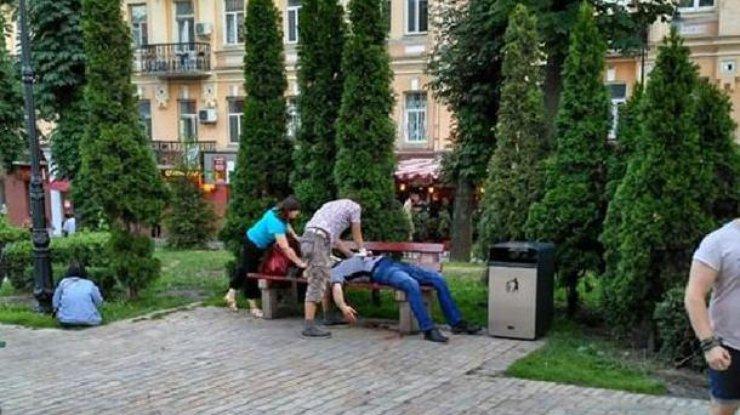 Начальника разведки 54-ой мехбригады ВСУ зарезали вцентре столицы Украины