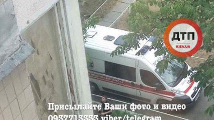 ВКиеве АТОшник постранным причинам выпал изокна многоэтажки