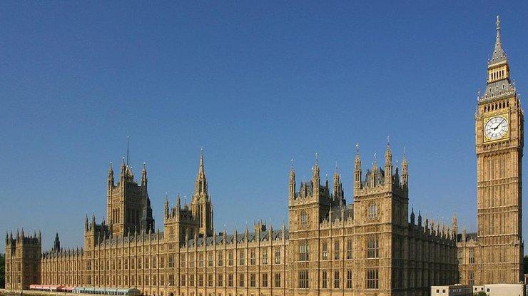 Guardian: РФ подозревали вкибератаке набританский парламент