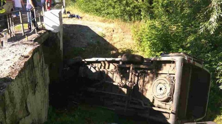 Натрассе наЛуганщине перевернулся автобус, 12 пострадавших