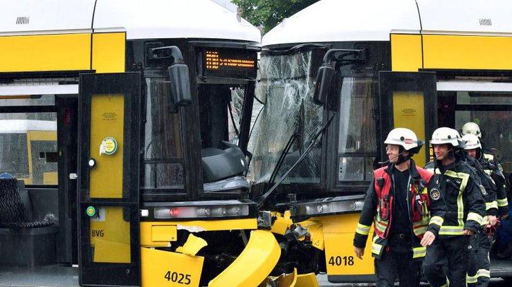 ВБерлине при столкновении 2-х трамваев пострадали 27 человек