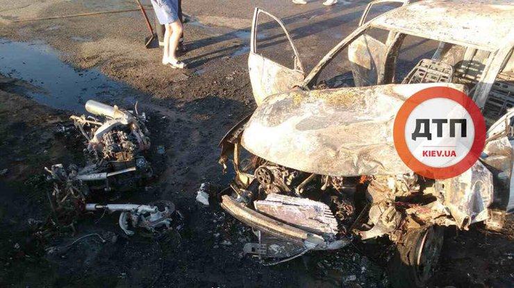 Столкновение мотоцикла иавтомобиля под Киевом превратилось в пламенный ад