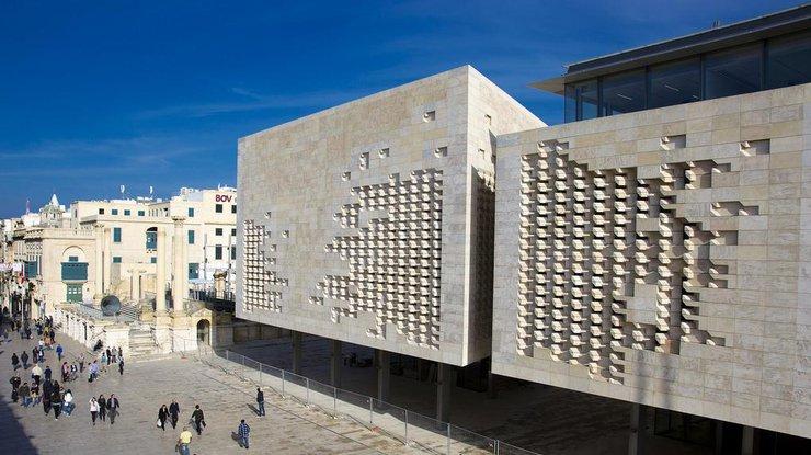 Порошенко поздравил премьера Мальты спобедой напарламентских выборах