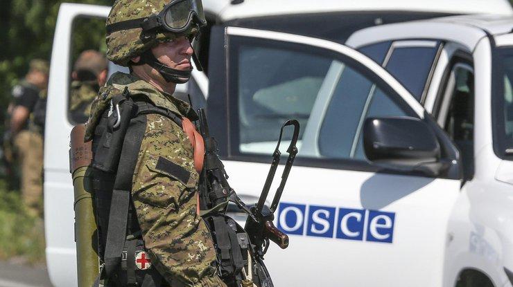 Боевики грозили ОБСЕ из-за пожелания сДнем Конституции