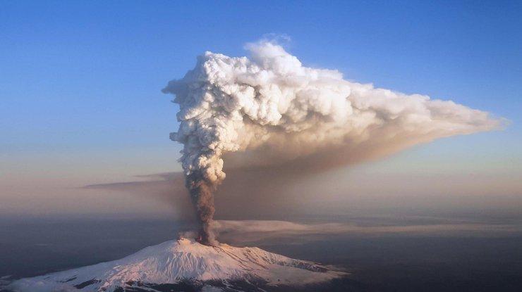Извержение вулкана вЯпонии: размещено увлекательное видео