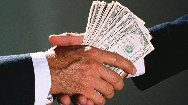 Луценко: При получении взятки в5 млн долларов задержана чиновница ФГВФЛ