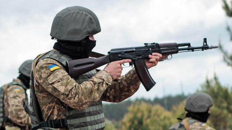 За прошедшие  сутки боевики совершили 30 обстрелов, один военный умер