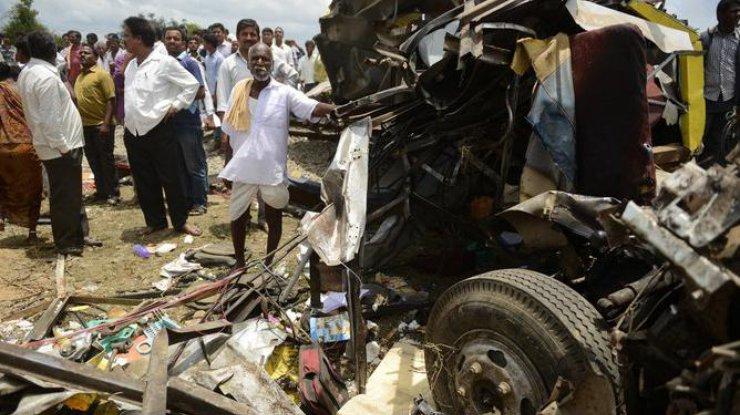 ВИндии 16 паломников погибли при трагедии автобуса