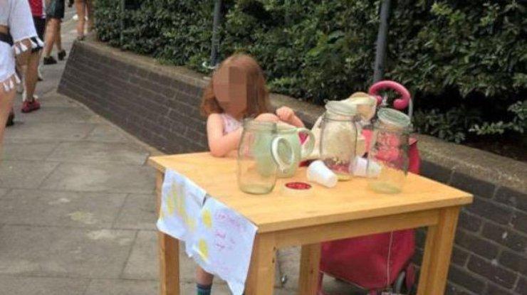 Встолице Англии пятилетнюю девочку оштрафовали заторговлю лимонадом