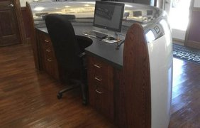 Офисный стол из турбины Airbus 747 Фото: Boredpanda