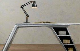 Письменный стол из крыла истребителя времен Второй мировой. Фото:Boredpanda