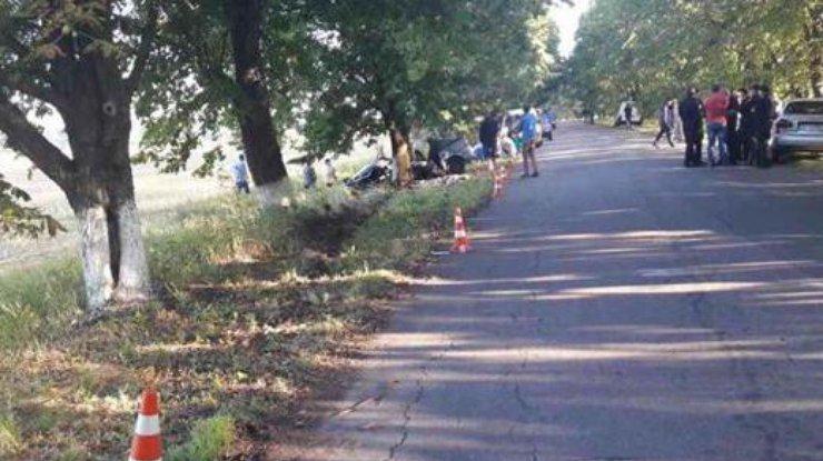 Под Киевом легковушка врезалась вдерево, погибли 5 человек