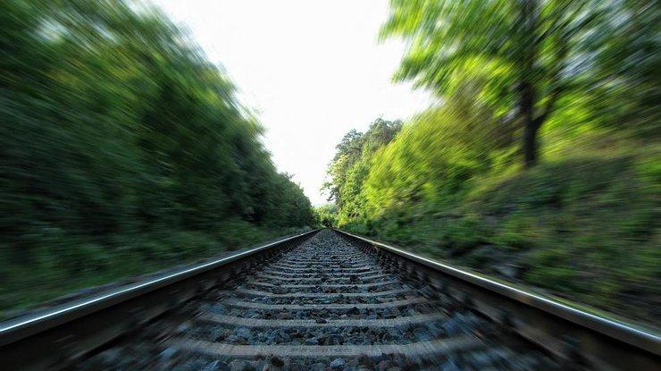 НаКиевщине женщина внаушниках погибла под колесами поезда