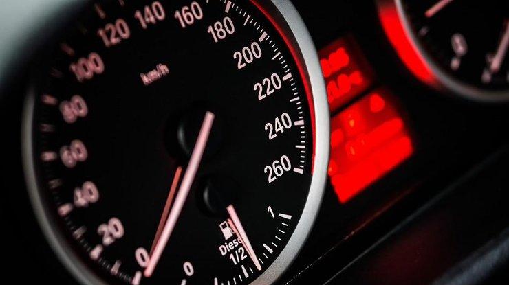 Наивысшую скорость движения авто внаселенных пунктах уменьшат до50 км/ч