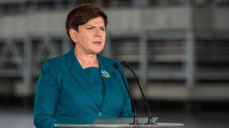 Европейская комиссия пригрозила Польше санкциями из-за закона осудебной системе