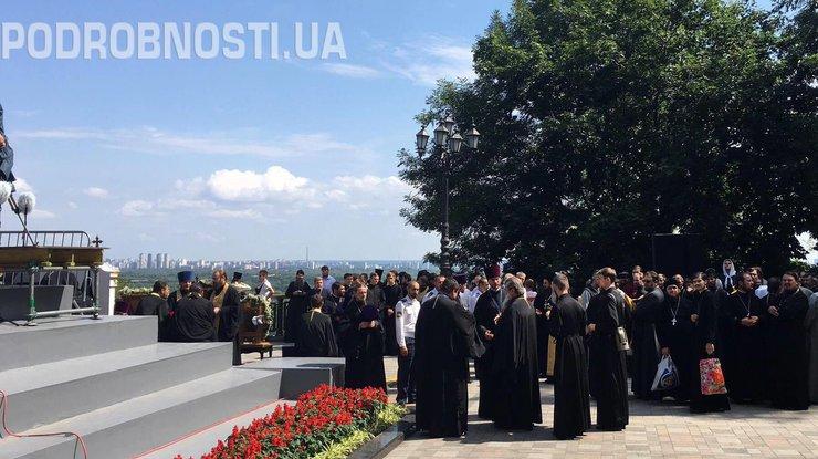 В празднествах  послучаю Крещения Руси вКиеве участвуют 100 тысяч  человек