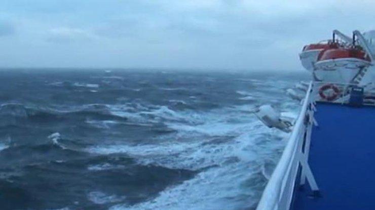 8 спасённых членов экипажа сухогруза Anda доставили вЛивадийскую клинику,— МЧС