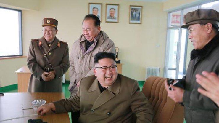 Абэ попросит В. Путина занять неменее конструктивную позицию попроблеме КНДР