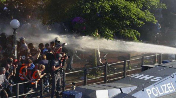 Поезда активистов и«ходячие мертвецы»: акции протеста впреддверии G20