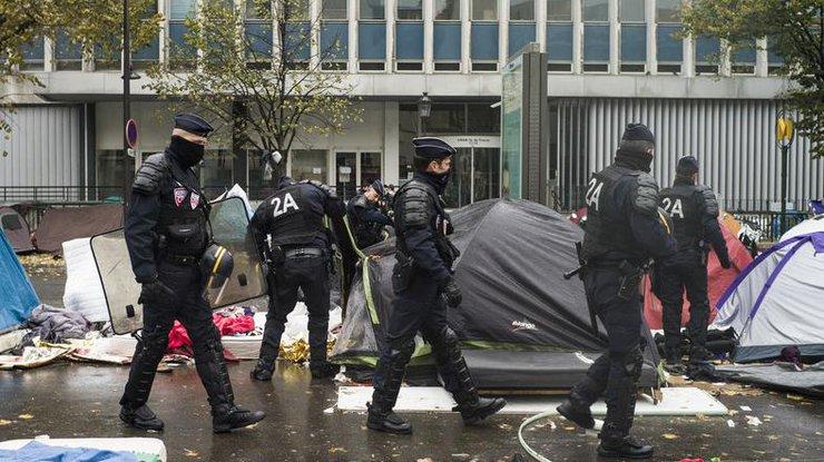 Французская милиция расселила лагерь, где жили 2,5 тысячи мигрантов