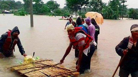 Наводнения на Непале: состав погибших скороговоркой растет (фото)