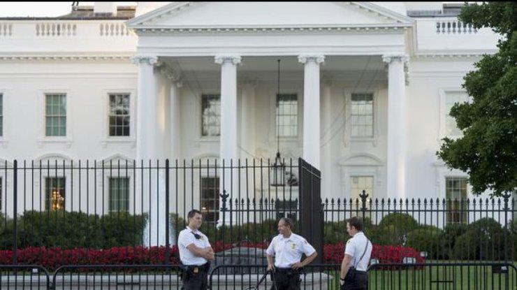 Руководитель Белого дома поразведке покинул собственный пост