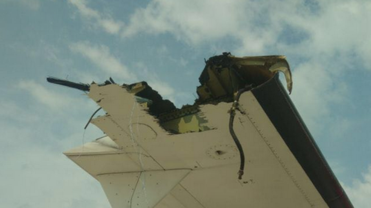 Виндонезийском аэропорту 2 самолета зацепились крыльями навзлетно-посадочной полосе