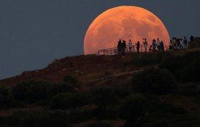 Лунное затмение в Греции