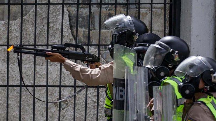 Один человек умер в итоге стрельбы ваэропорту Каракаса